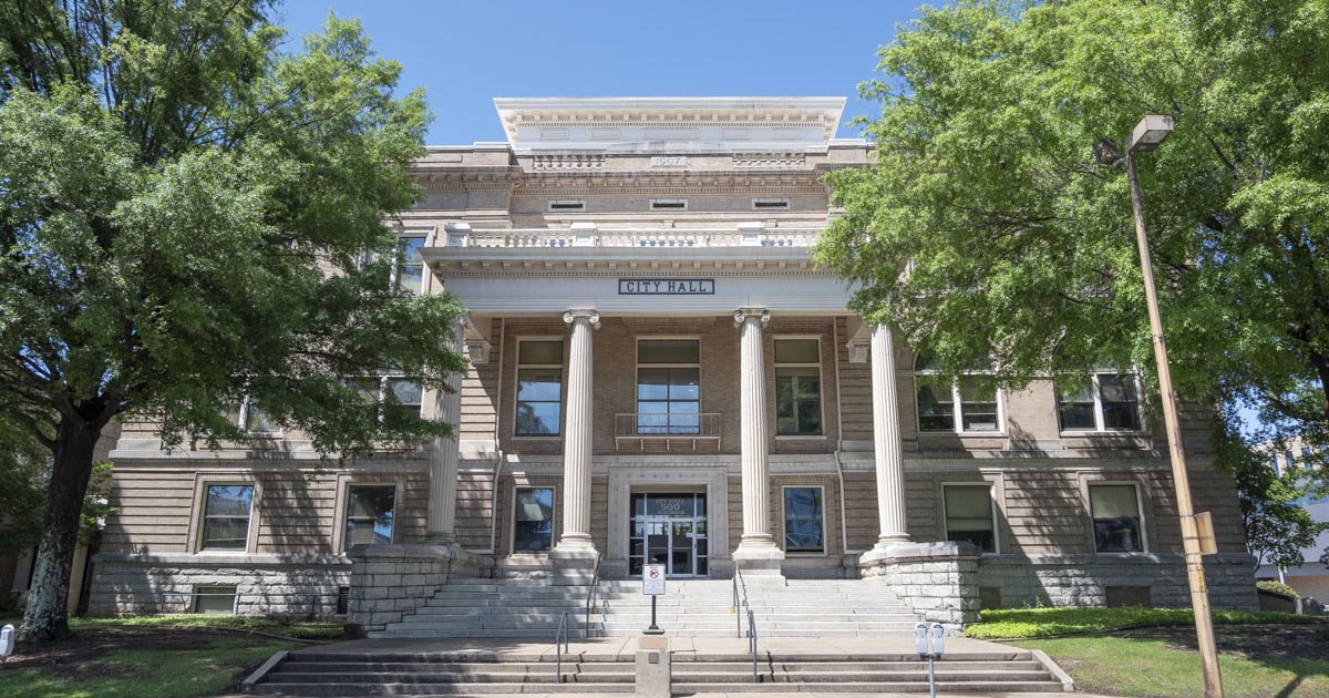 Little Rock board approves ordinance that returns redistricting authority to city manager