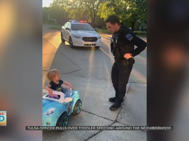 Watch- Tulsa Police Officer Has Fun With Toddler Driving 'Frozen' Car