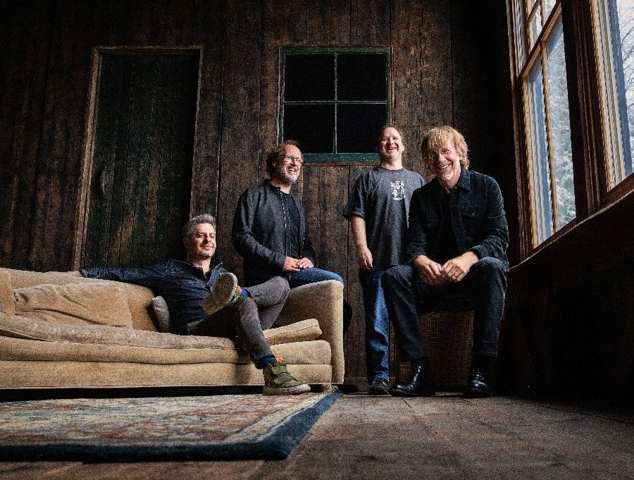 Heat and pandemic be damned, Phish offered a 'temporary reprieve from gravity' at the Walmart AMP last night