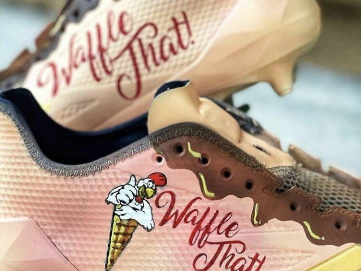 Seahawks receiver Tyler Lockett honors Tulsa restaurant Waffle That! with pregame cleats