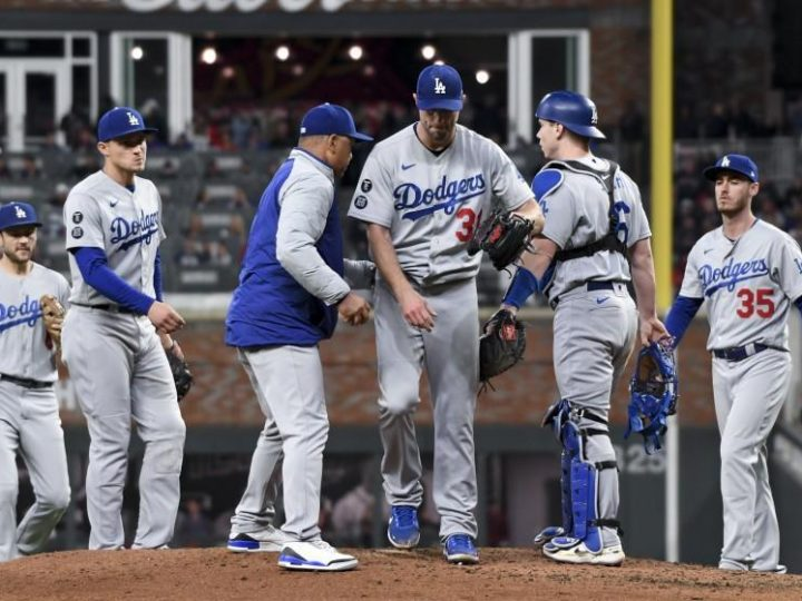 Dave Roberts defends Dodgers' pitching changes against Braves despite criticism