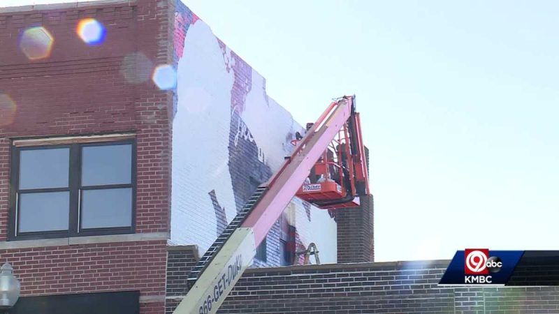 A giant mural of  former President Truman is being created in downtown Independence this week